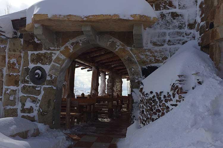 Auberge le Valais Faraya Terrace entrance