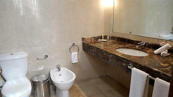 Etoile Suites Bathroom