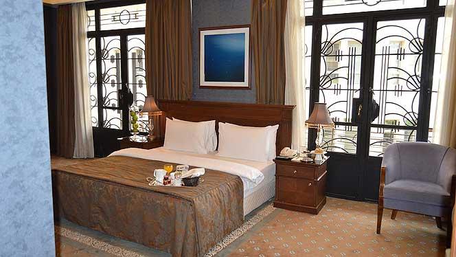 Etoile Suites Grand Deluxe Room